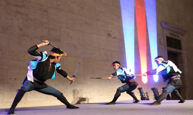 エンタテインメントの一つ、豊田市の伝統文化「棒の手保存会」の迫真の演技