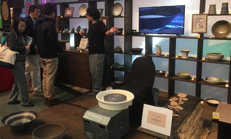 2017年11月のJCDイベントでの陶芸の木下英司師匠の実演と作品ブース