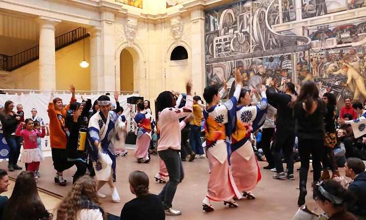 リベラコートで阿波踊りを菊の会と一緒に踊る