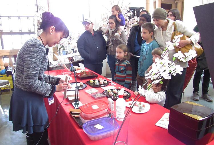 練りきり職人の杉井さん:春の色の和菓子きれいでした。