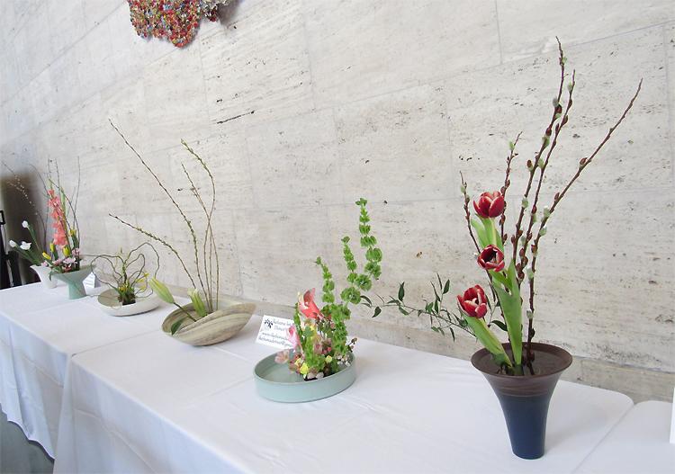 生け花インターナショナルの皆さんの作品はGreat Hallに展示